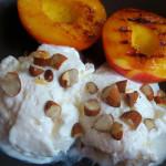 Grillowane nektarynki z jogurtowymi lodami