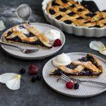 Kruche ciasto z jagodami i jeżynami