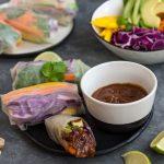 Wegańskie spring rollsy z sezamowym tofu
