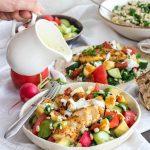 Sałatka z kurczakiem, warzywami, serem halloumi i kaszą pęczak