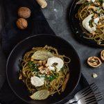 Pełnoziarniste spaghetti z pieczonym fenkułem i pesto z pietruszki