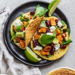 Ciecierzycowe taco z batatem i czerwoną fasolą
